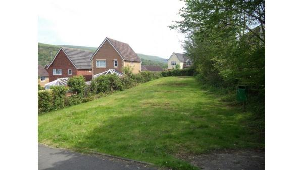 <strong>LOT 4: </strong>Land on the East Side of Maesteg Road, Cwmfelin, Maesteg, CF34 9DG.