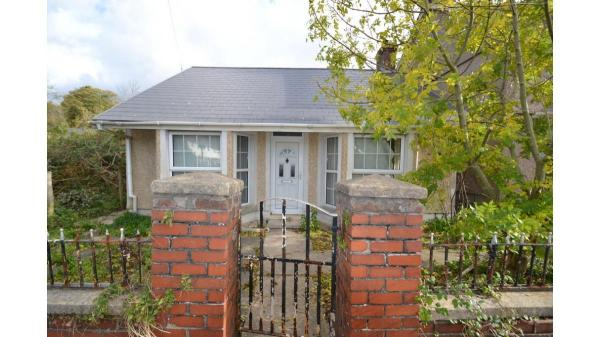 <strong>LOT 25: </strong>160 Quarella Road, Bridgend, CF31 1JT